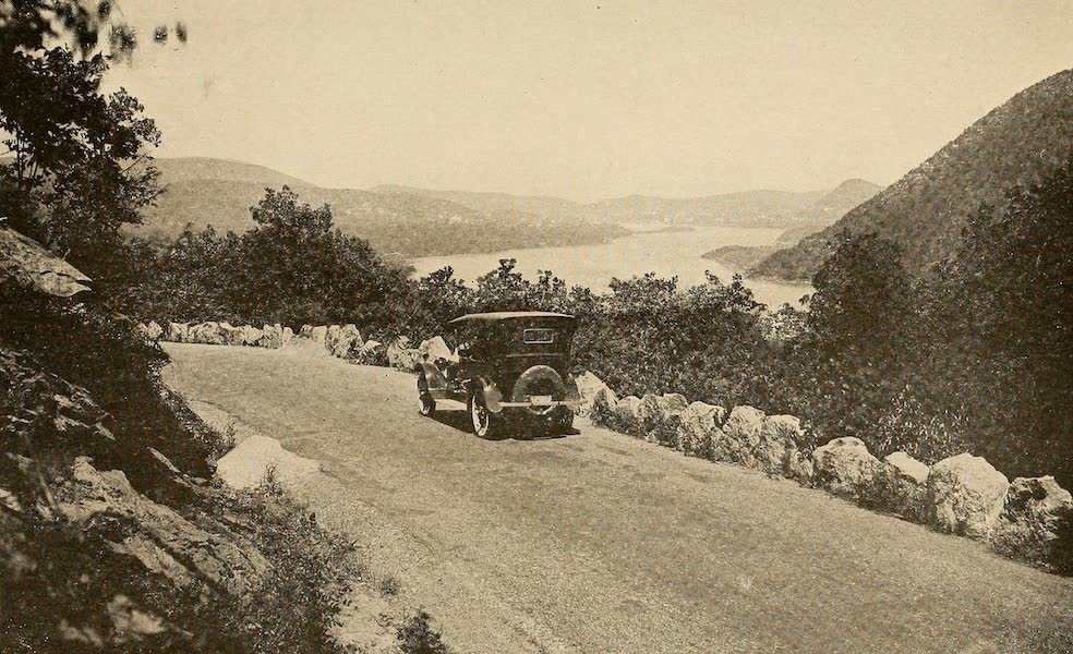 A Wonderland of the East - The Hudson, from Palisades Park (1920)