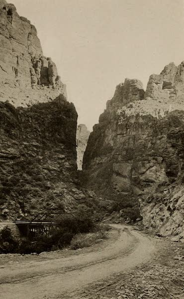 Arizona, The Wonderland - At the Foot of the Fish Creek Grade, on the Apache Trail (1917)