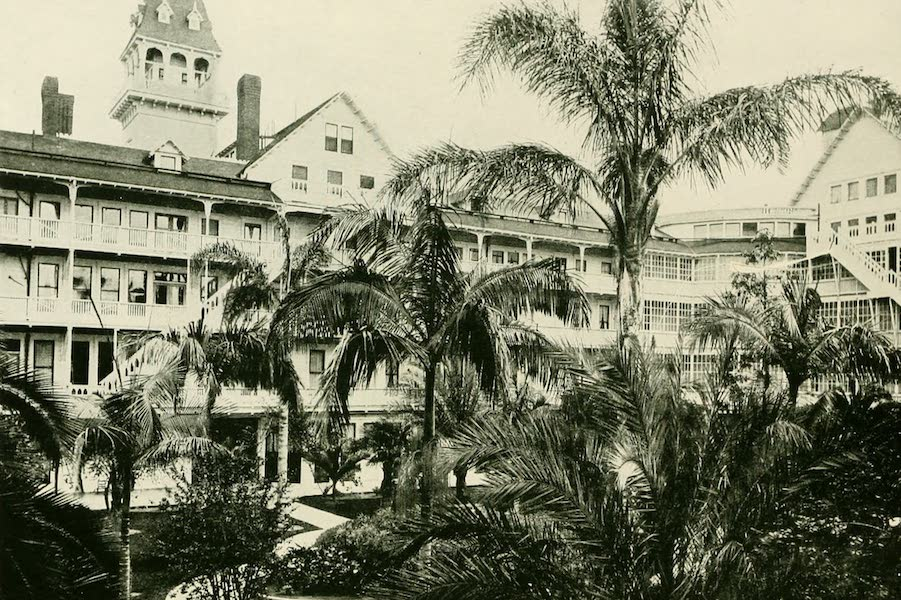 California the Wonderful - The court at the Coronado Hotel, San Diego (1914)