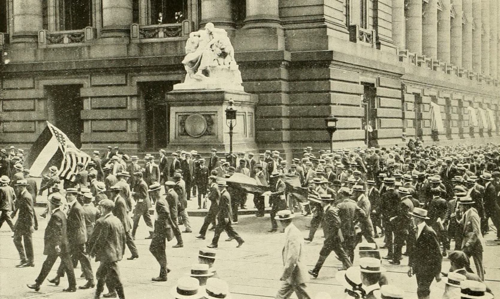Laird & Lee's World's War Glimpses - German-Americans on Way to Enlist (1914)