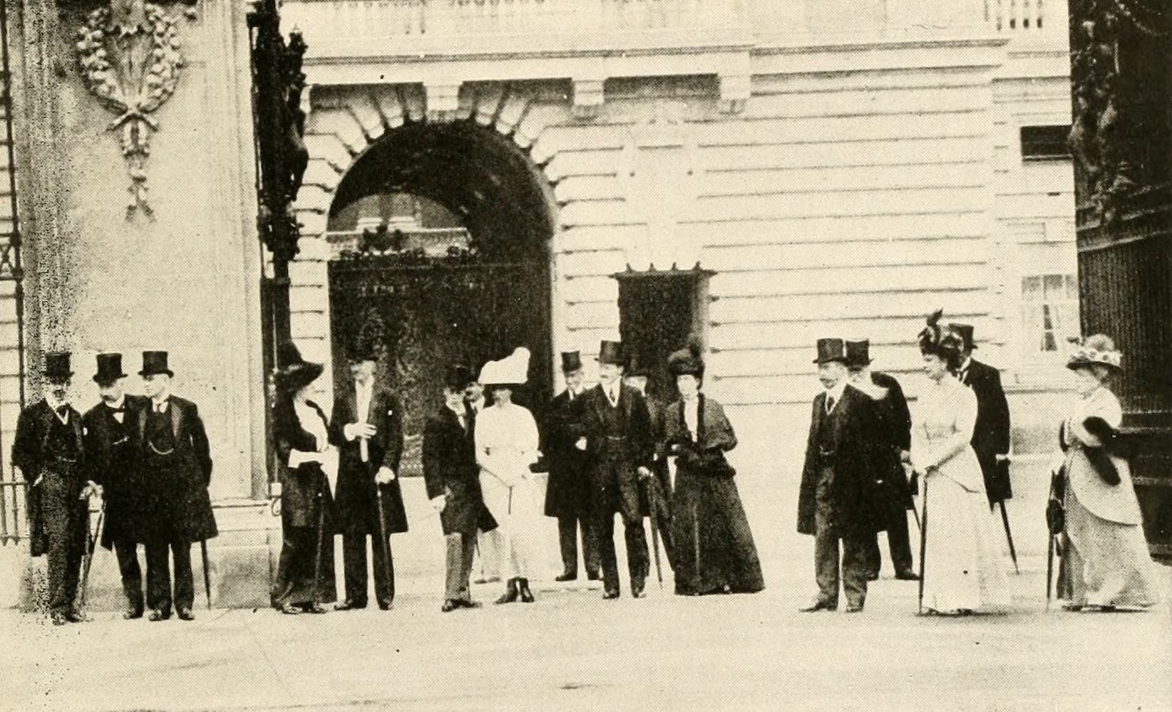 Laird & Lee's World's War Glimpses - King, Queen, Queen Alexandria, Prince of Wales, Princess Mary, and Prince of Connaught (1914)
