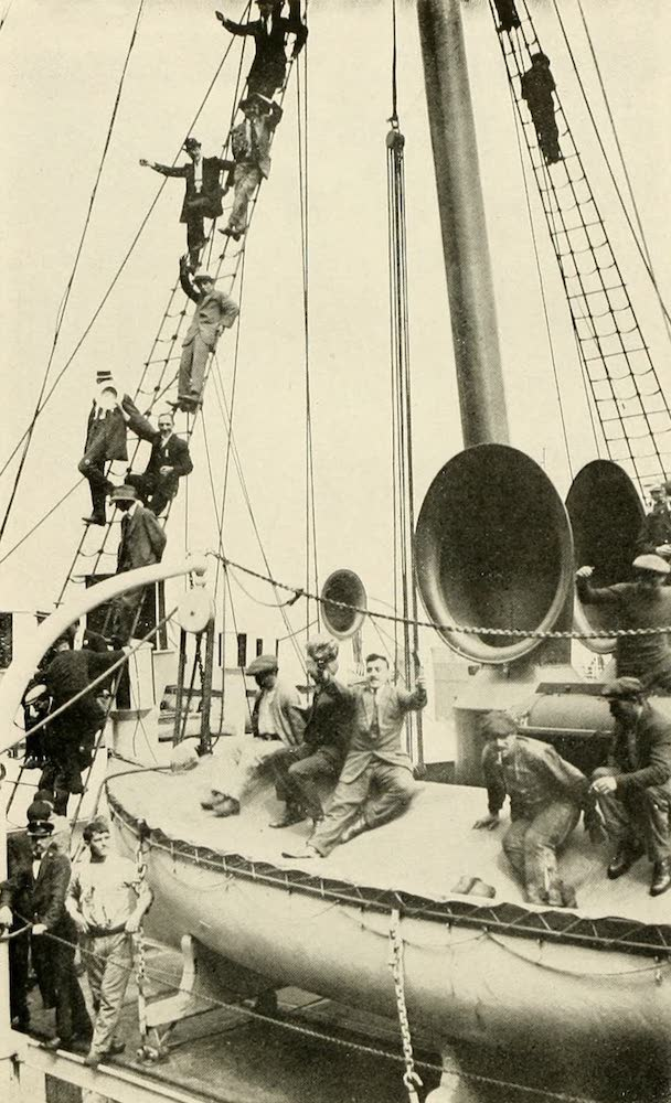 Laird & Lee's World's War Glimpses - French Reservists Leave for Their Fatherland (1914)
