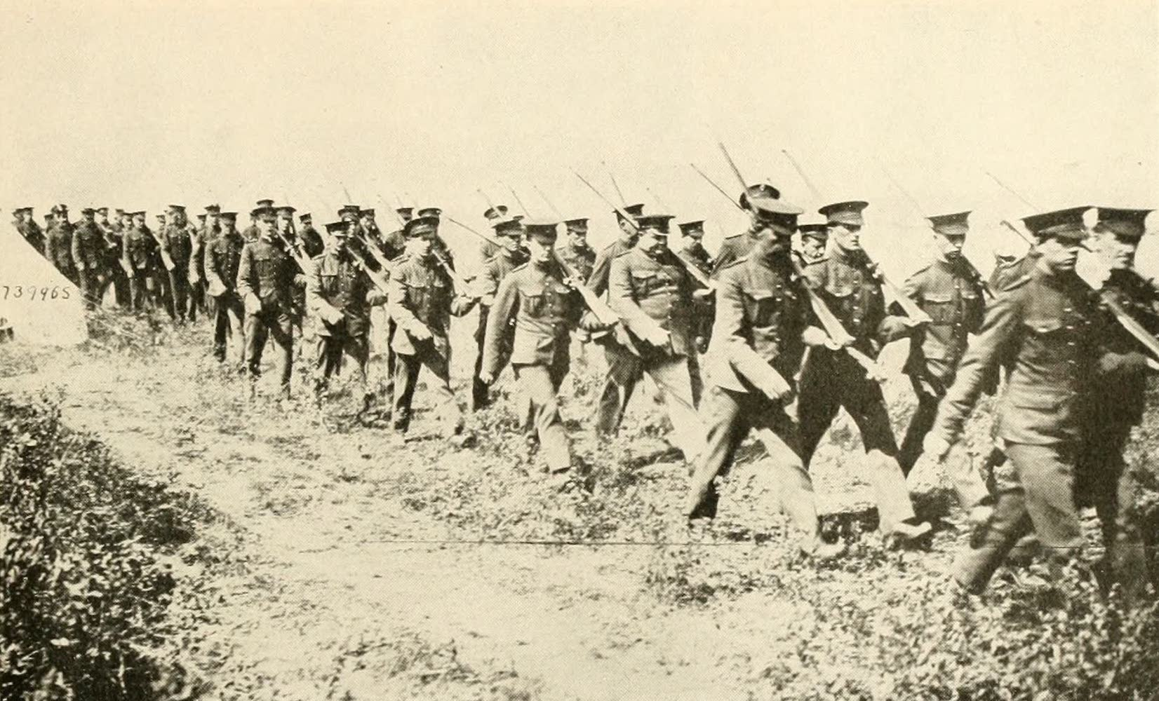 Laird & Lee's World's War Glimpses - In the Canadian Mobilization Camp (1914)