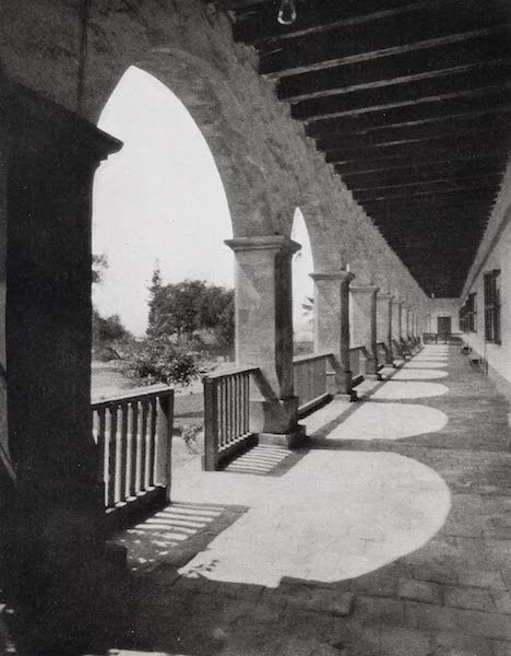 On Sunset Highways - Arcade, Santa Barbara (1915)