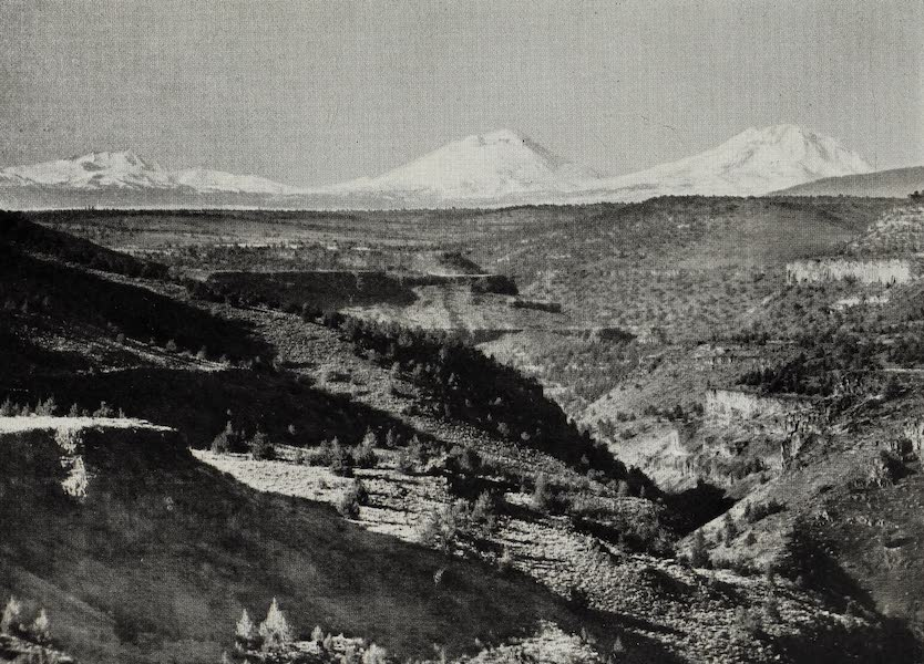 Oregon, the Picturesque - The Three Sisters, Deschutes Canyon (1917)