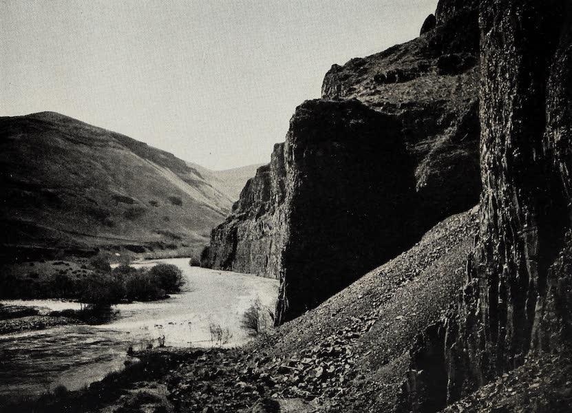 Oregon, the Picturesque - The Deschutes near North Junction (1917)