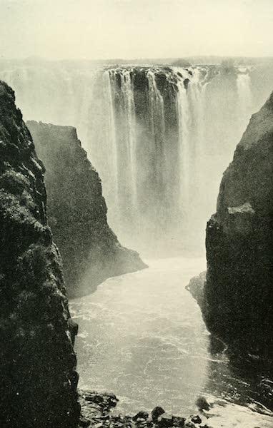 Pioneers in South Africa - The Main Fall, Zambesi (1914)