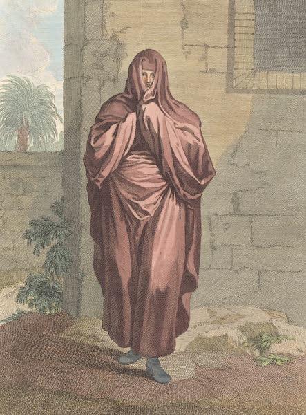 Femme d'Afrique allant par les rues