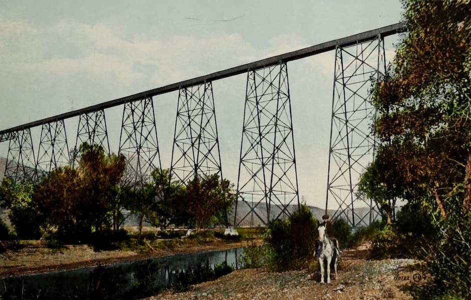 Souvenir of Lethbridge, Alta. - C.P.R. Viaduct crossing the Valley (1910)