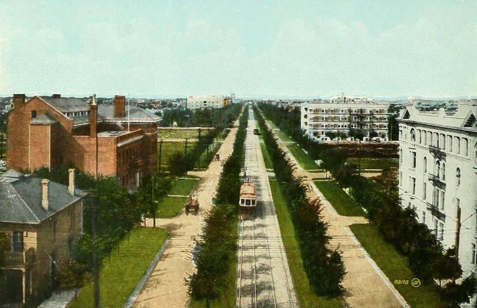 Souvenir of Winnipeg-Manitoba - Broadway (1911)