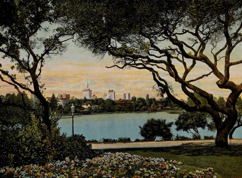 Vista of Beautiful Lake Merritt, Oakland